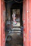 对老印地安房子的入口在加尔各答 免版税库存照片