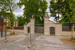 对老城堡的入口 免版税库存照片