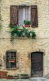 对老法国房子的入口 免版税库存图片