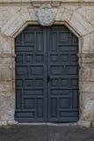 对老西班牙使命的前门 免版税库存照片