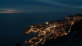 对老镇的夜间流逝英尺长度的天杜布罗夫尼克,其中一个在的最著名的旅游目的地 影视素材