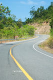 对自然的方式,沿山的路在楠府,泰国 免版税库存照片