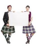 对苏格兰人的舞蹈家跳舞与空的横幅 免版税库存图片
