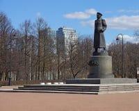 对苏联格奥尔基・康斯坦丁诺维奇・朱可夫的法警的纪念碑在胜利公园在圣彼德堡 免版税库存图片