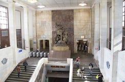 对英雄游击队员的纪念碑莫斯科地铁车站的Partizanskaya,俄罗斯 它在18被打开了 01 1944年 库存照片