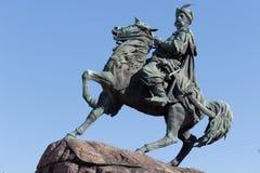 对著名乌克兰司令官索非亚广场的波格丹赫梅利尼茨基的纪念碑在基辅乌克兰 库存图片