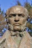 对著名外科医生N. Pirogov的纪念碑 免版税库存图片