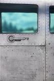 对葡萄酒航空器的门有舷窗的 库存照片