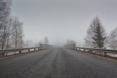 对薄雾的桥梁 免版税库存图片