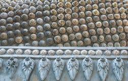 对螺旋形状的样式的特写镜头从菩萨头发后面的  库存照片
