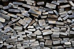 对被堆积的木柴的详细的看法 库存图片