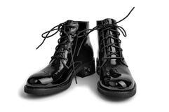 对被涂清漆的人的鞋子 库存图片