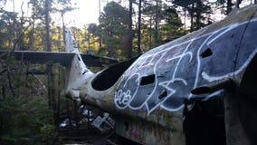 对被碰撞的轰炸机的残骸 库存图片