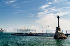 对被破坏的船的纪念碑下午 库存图片