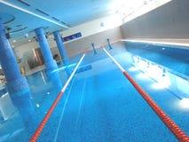 对角池转动游泳 库存图片