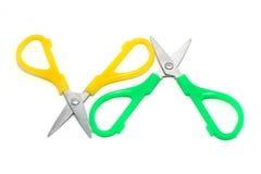对角绿色剪刀黄色 库存图片