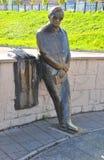 对诗人列弗Oshanin的纪念碑 雷宾斯克,俄罗斯 库存图片