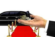 对豪华大型高级轿车的手受欢迎的姿态 免版税库存图片