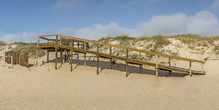对走道的海滩 免版税库存图片