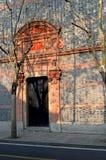 对过去的门道入口 免版税库存照片