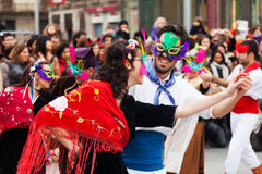 对通俗文化和传统加泰罗尼亚语的狂欢节球 图库摄影