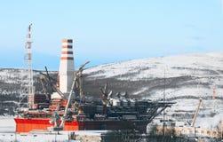 对造船厂的平台在Prirazlomnaya Ñ 的冬日视图的丢失 库存照片