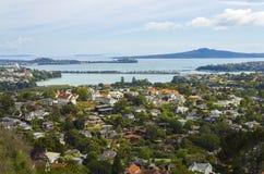 对都市风景的从Mt霍布森奥克兰新西兰的看法和朗伊托托岛 图库摄影