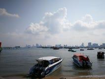 对酸值Larn的码头在芭达亚,泰国 免版税库存照片