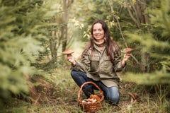 对采摘蘑菇 免版税图库摄影