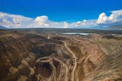 对金刚石开放矿的鸟瞰图 库存图片