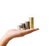 对金钱,企业想法的硬币在手中 库存照片