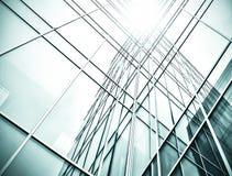 对钢浅兰的背景的全景和透视广角视图玻璃高层建筑物摩天大楼商业现代 库存图片