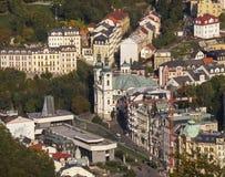 对镇卡尔斯巴德的看法从戴安娜塔 karlovy变化 西部Bohem 免版税库存图片