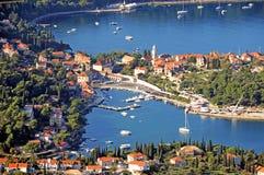 对镇的Arial视图Cavtat 2 免版税图库摄影