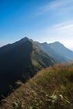 对长的山的方式 免版税库存图片