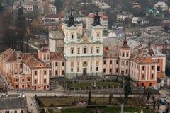 对阴险的人修道院和温床,克列梅涅茨,乌克兰的埃拉尔铝合金视图 免版税库存图片