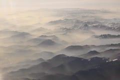 对阿尔卑斯的山的看法 免版税库存图片