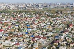 对阿斯塔纳市,哈萨克斯坦住宅区的鸟瞰图  免版税库存照片