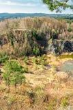 对陷入沼泽的猎物的鸟瞰图与高干草和岩石,捷克共和国 免版税图库摄影