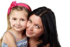 对面颊的母亲和女儿面颊 库存照片