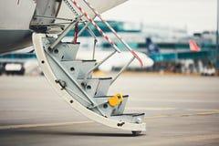 对飞机的步 免版税库存图片