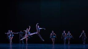 对飞跃古典芭蕾` Austen汇集`的奋斗 图库摄影