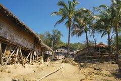 对马尔马小山部落村庄的街道的看法在Bandarban,孟加拉国 免版税库存图片