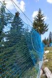 对高山滑雪轨道的防护网络 免版税图库摄影