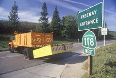 对高速公路118的一个上线管道,在洛杉矶Northridge Reseda地区,是闭合的跟随的1994年地震 图库摄影