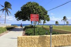 对鲳参海滩,佛罗里达的入口 库存图片