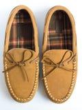 对鹿皮鞋拖鞋顶视图特写镜头 免版税库存图片