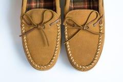 对鹿皮鞋拖鞋顶视图特写镜头 图库摄影