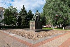 对19世纪萨尔特科夫的主要俄国讽刺作家的Shchedrin纪念碑在市特维尔,俄罗斯 免版税库存照片
