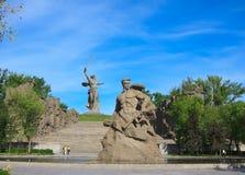 对死亡的纪念碑逗留在Mamaev库尔干,伏尔加格勒 免版税库存照片